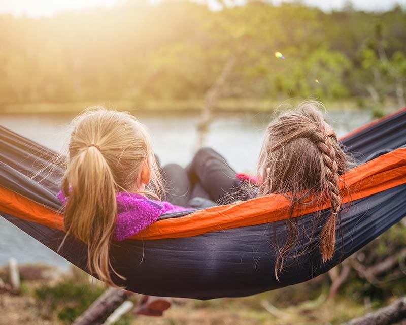 Pierwszy wyjazd dziecka – jak przygotować je na rozłąkę? Porady dla rodzica i nauczyciela